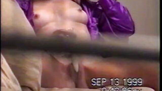 裸の男は年上の女性のためのゲイ3sumにふける。 女性 向け av マッサージ